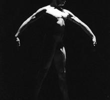 Jaké je tančit nahý na jevišti?