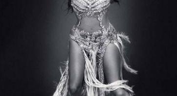 """Jennifer Lopez zastínila vítěze americké soutěže """"American Idol"""" svým pozadím"""