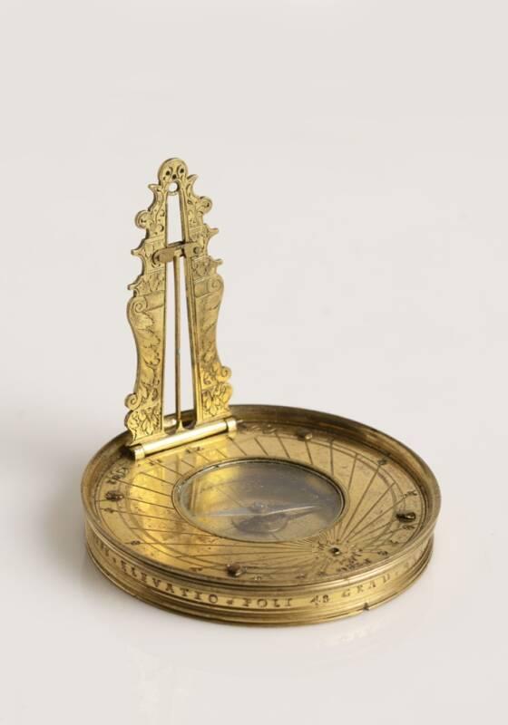 9_Kapesní_sluneční_hodiny_s_kompasem