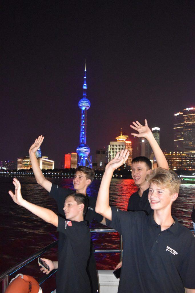 foto pro tisk - výlet na lodi Šanghaj - čína 2016 - Boni pueri