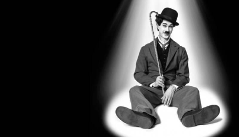 Taneční Chaplin vměstě Prazdroje