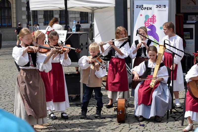 Ulice a náměstí budou patřit malým umělcům