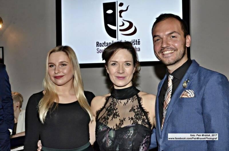 Sara Sandeva a Adam Havel se připravují na finále ve Švandově divadle