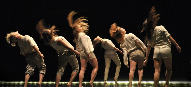 Šance i pro tanečníky! Tři nebo šest měsíců vŽenevě