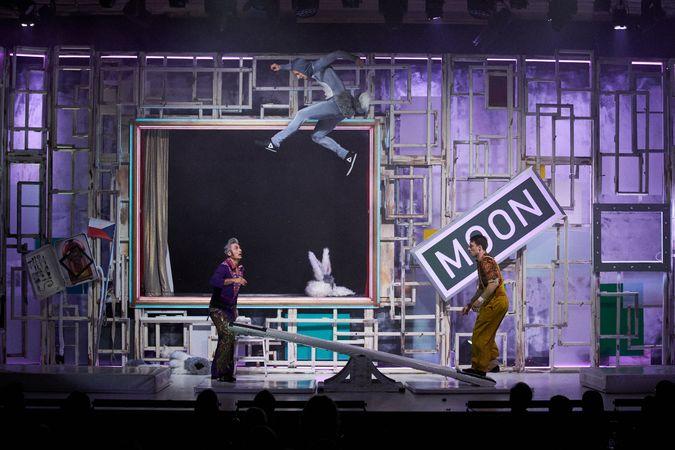 S cirkusem, akrobacií, klauniádou i tancem