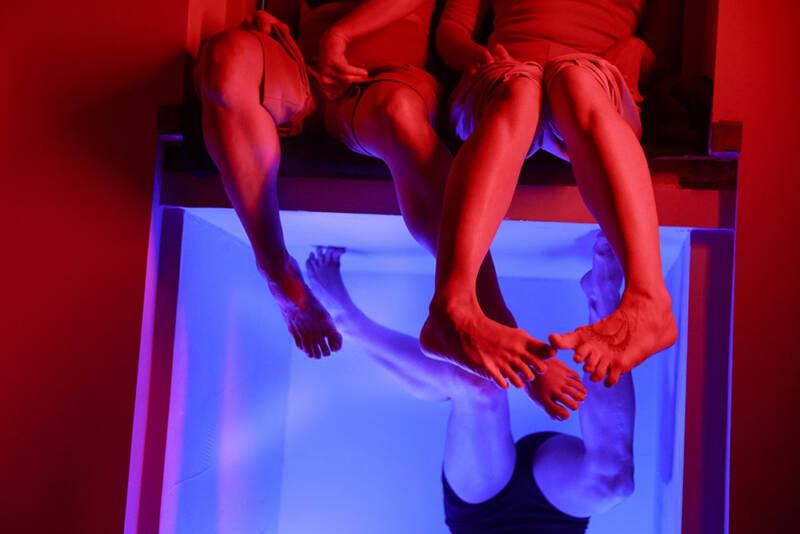 420PEOPLE tvoří a tančí také von-line světě!